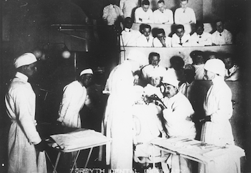 Training dentists during World War I